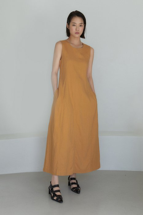 sleeveless<br>maxi one piece<br>mustard, charcoal