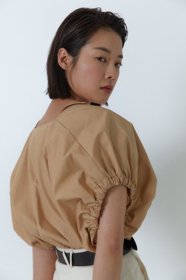 gather sleeves blouse<br>beige