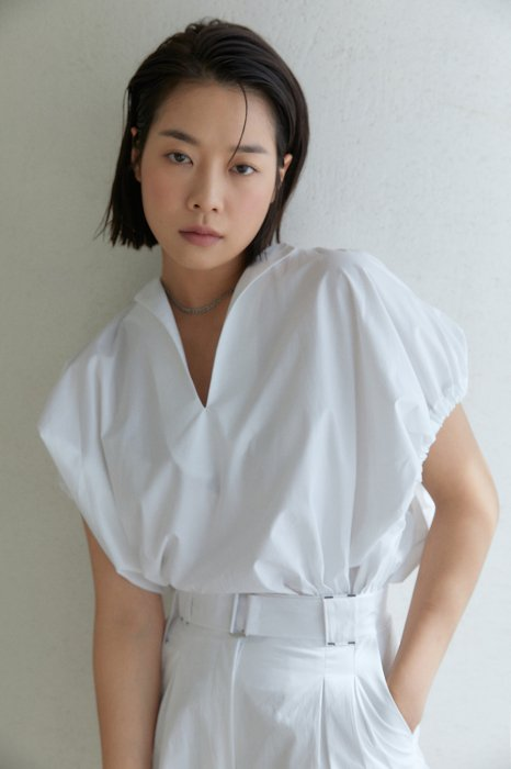 gather sleeves blouse<br>white