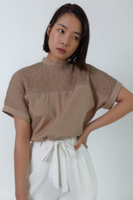 smocking shoulder<br>blouse<br>ivory, brown
