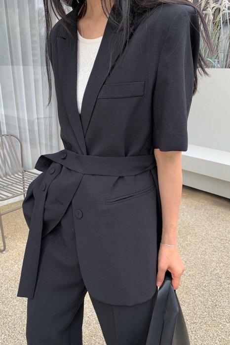 carrie belt half jacket<br>black