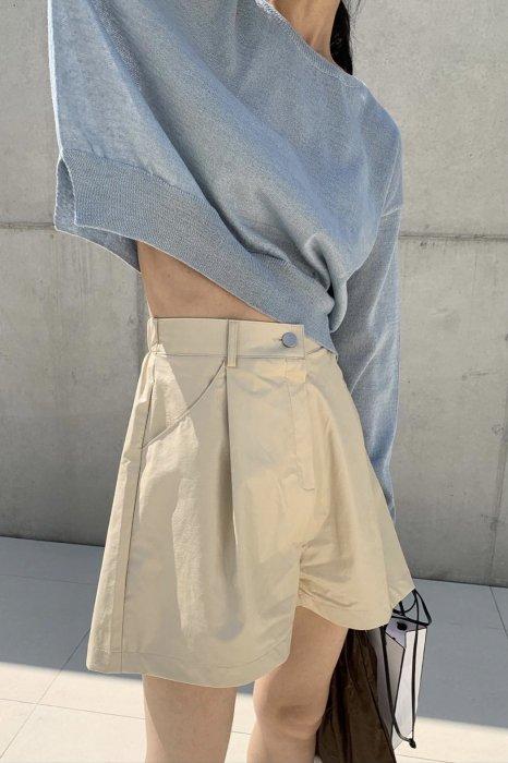 vegan leather half pants<br>beige