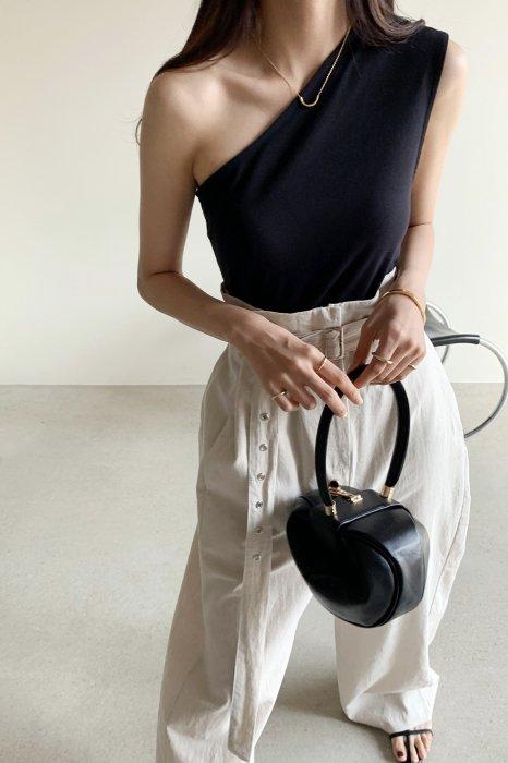 one shoulder top<br>black,khaki