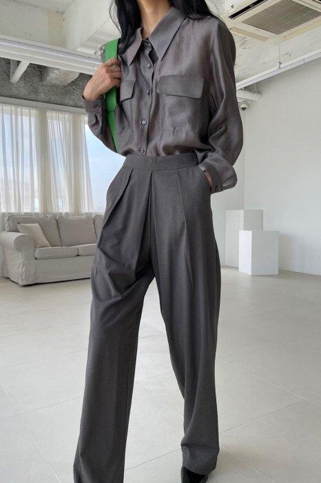 harper tuck slacks<br>charcoal brown