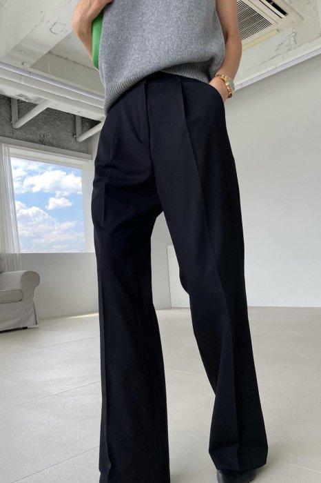 moa tuck slacks<br>black