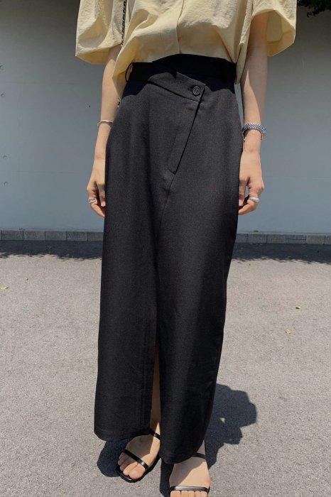 unbalanced slit skirt<br>black