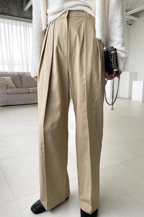cotton tuck pants<br>beige