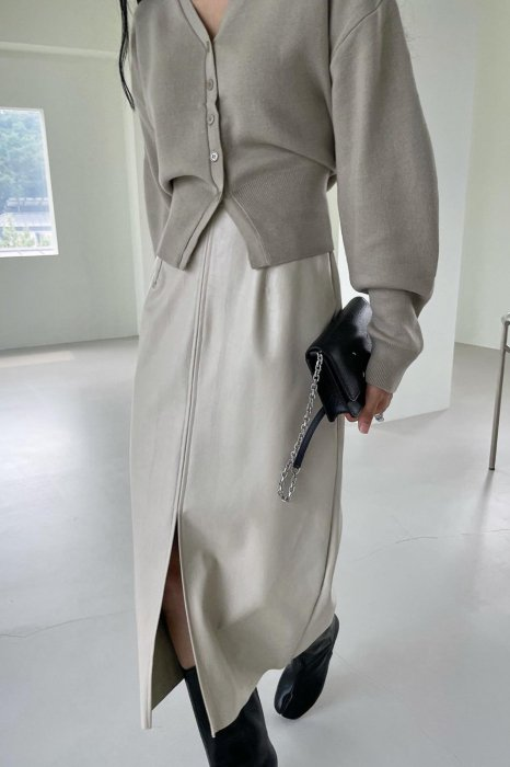 vegan leather slit skirt<br>cream