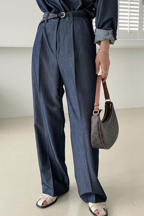 mia denim tuck slacks<br>navy denim
