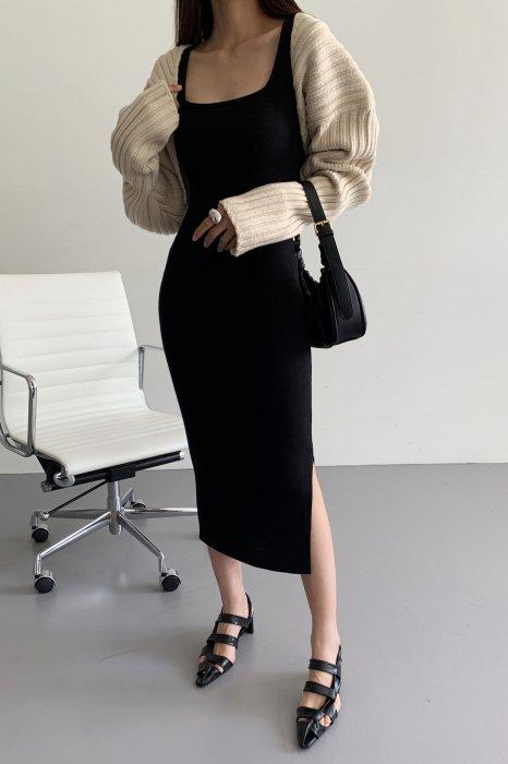 square neck<br>slim fit one piece<br>black