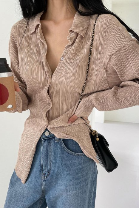 collar pleats shirts<br>beige