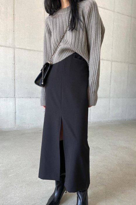 waist pocket<br>maxi slit skirt<br>black