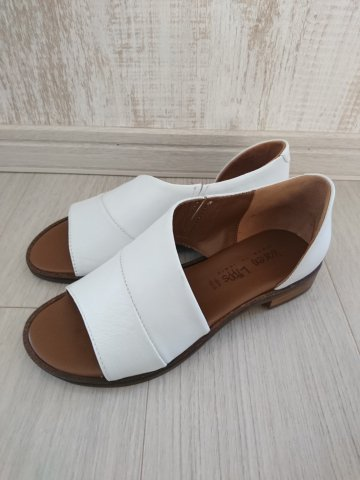 <img class='new_mark_img1' src='https://img.shop-pro.jp/img/new/icons22.gif' style='border:none;display:inline;margin:0px;padding:0px;width:auto;' /> 【60%OFF】karen Lipps  Leather Flat Sandal BIANCO