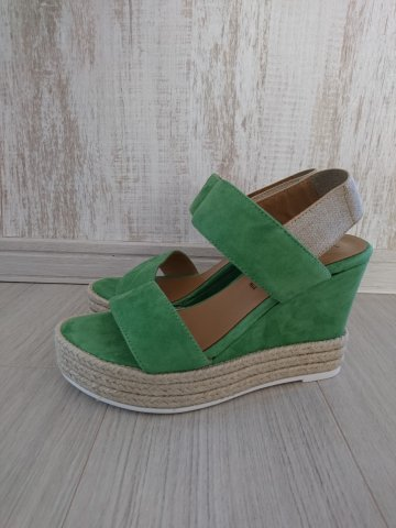 <img class='new_mark_img1' src='https://img.shop-pro.jp/img/new/icons22.gif' style='border:none;display:inline;margin:0px;padding:0px;width:auto;' /> 【60%OFF】 karen Lipps Suede Wedge Sandal ERBA