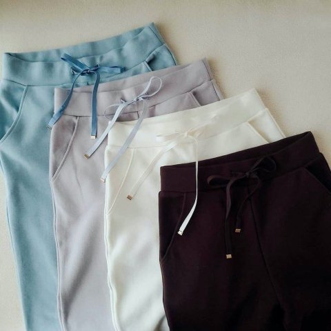 【ボトムス】Loose fit high-waist pants