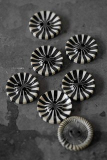7 marble boutons