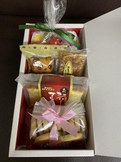 【発送用】ハンカチショートケーキと焼き菓子ギフト