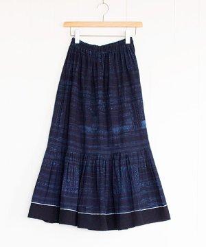 モン族藍染めバティック・ロングスカート(2)