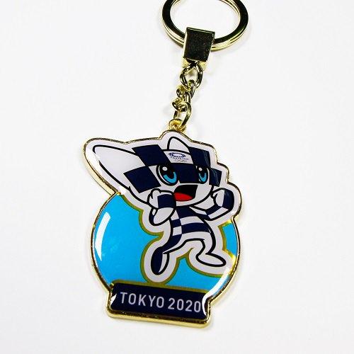 【セール価格】東京2020オリンピックマスコットメタルキーホルダーガッツポーズをする