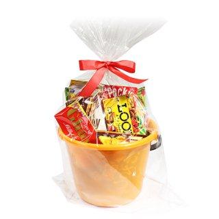 (地域限定送料無料) カルビー・グリコも入ったスナック&チョコレートいっぱいバケツ入りラッピングセット(10種・計16コ) B プチギフト おかしのマーチ (omtma5996k)