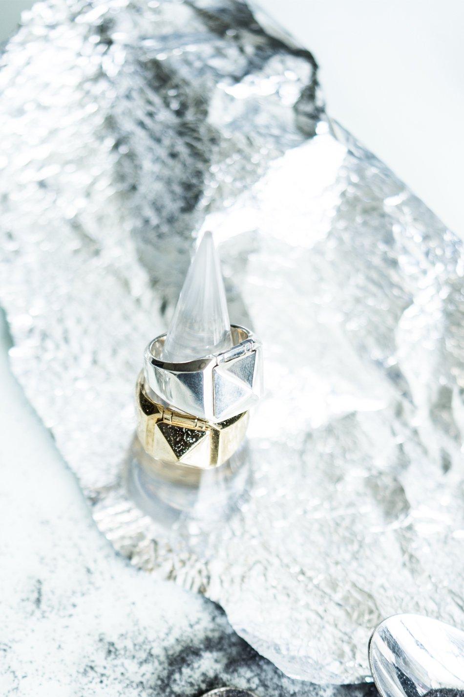 Pyramid Studs Ring
