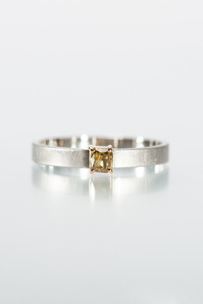 <img class='new_mark_img1' src='https://img.shop-pro.jp/img/new/icons2.gif' style='border:none;display:inline;margin:0px;padding:0px;width:auto;' />NR86 / Square cut Diamond Ring (golden yellow)
