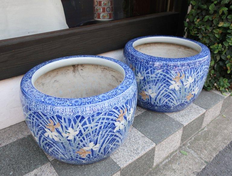 伊万里色絵紫蘭文大火鉢 一対 / Imari Large Hibachi with the picture of Orchid   1 pair