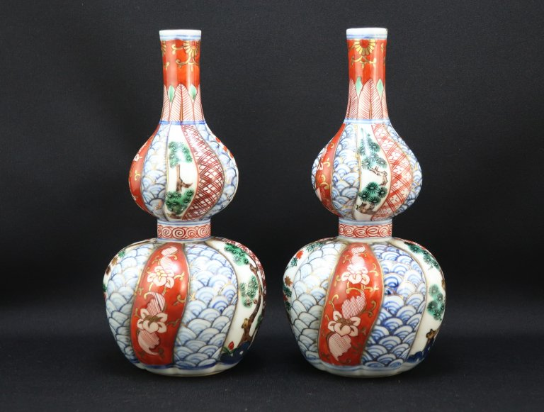 九谷色絵瓢型徳利 一対 / Kutani Gourd-shaped Plychrome Sake Bottles  set of 2
