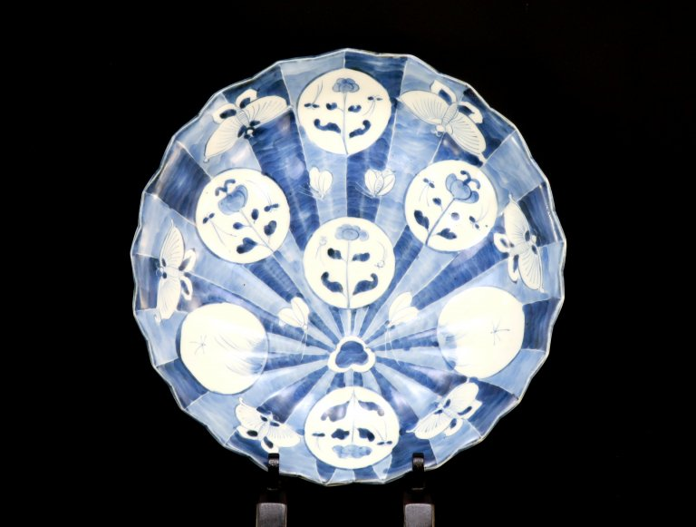 伊万里染付団扇形蝶文大皿 / Imari Blue & White Fan-shaped Plate