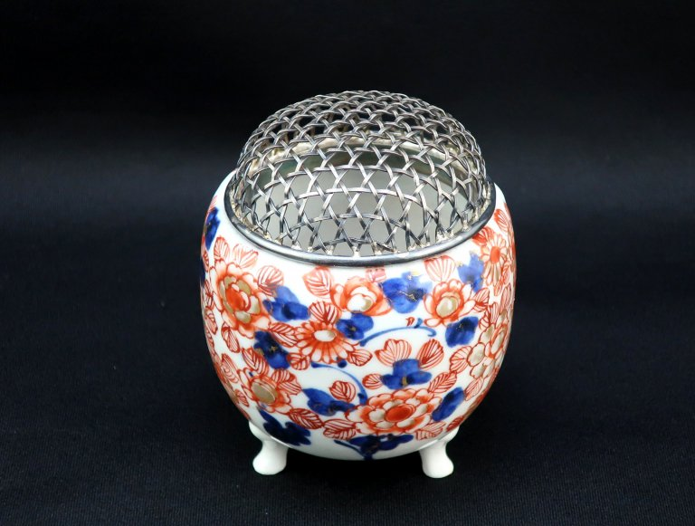 伊万里色絵菊牡丹文香炉(純銀火屋) / Imari Plychrome Incense Burner with Pure Siver Mesh Chimney
