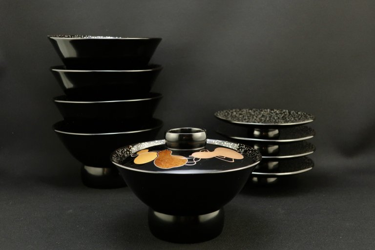 黒塗梨地瓢蒔絵吸物椀 五客組 / Black-lacquered Soup Bowls with lids  set of 5
