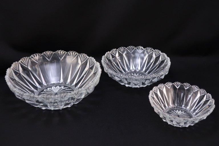 プレスガラスの三つ組鉢