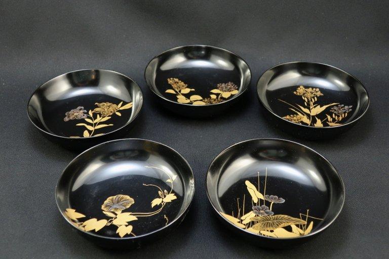黒塗図変草花蒔絵菓子皿 五枚組 / Black-lacquered Small Plates  set of 5