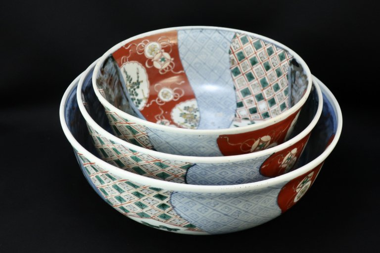 伊万里色絵三つ組鉢 / Imari Large Polychrome Bowls (L/M/S)  set of 3
