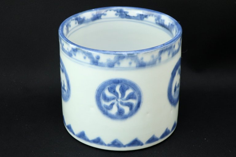 伊万里染付丸文火入 / Imari Blue & White 'Hiire' Pot