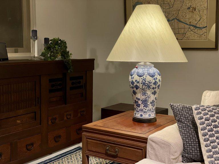 染付壺テーブルランプ / Table Lamp with Blue & White Pot