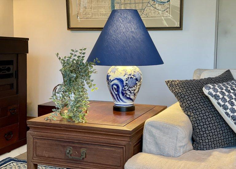 瀬戸染付壺テーブルランプ / Table Lamp with Seto Blue & White Pot