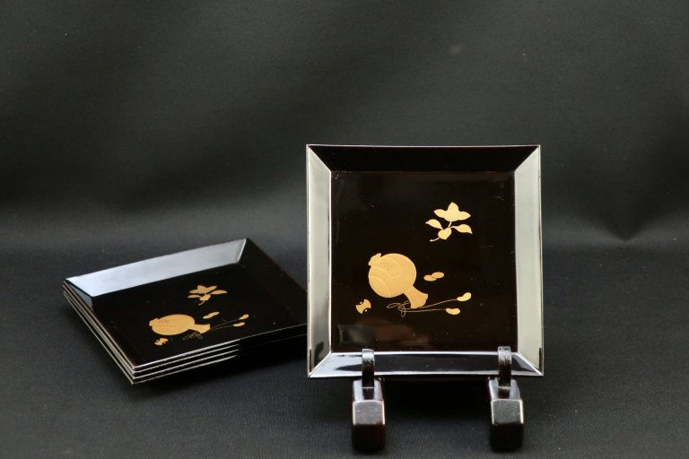 黒塗打出小槌橘蒔絵角菓子皿 五枚組 / Black-lacquered Square Sweet Plates  set of 5