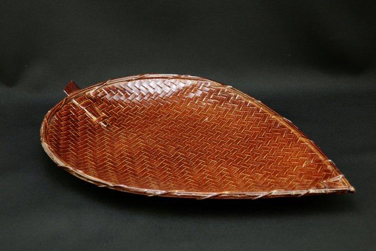 木葉形竹菓子器 / Leaf-shaped Bamboo Tray