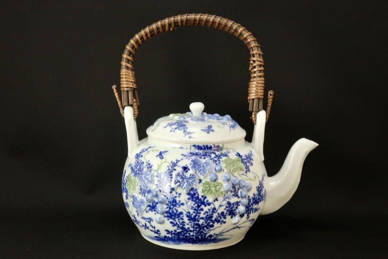 瀬戸陽刻葡萄文土瓶 / Seto Tea Pot with the pattern of Grapes