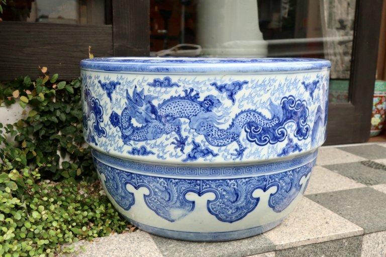 伊万里染付龍鳳凰文大火鉢 / Imari Large Blur & White Hibachi with the picture of Dragon and Phoenix