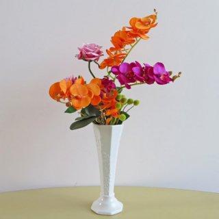 光触媒アートフラワーアレンジメント【プエルタ】ファレノ(コチョウラン)の華やかさで、お部屋が「パッーと明るくなる」ようなアレンジです。新築祝いや退職祝いなどにいかがでしょうか。