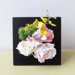 光触媒アートフラワーアレンジメント【ラニ(壁掛け)】ミント、バラ、オンシジュームの造花フレームです