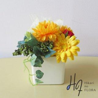 光触媒アートフラワーアレンジメント【クレア】ガーベラの可愛さ、明るさが素敵な小さな造花アレンジメントです。