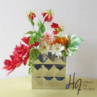 高級造花インテリア【オプス】ステンレスの高級フラワーベースに、シンビジューム、モンステラ、シャクナゲ、グロリオサ、ガーベラなどアーティフィシャルフラワー(高級造花)をアレンジしました。