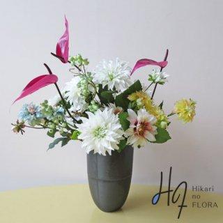 高級造花アレンジメント【ヌエボ】いろんなダリアが楽しませてくれる、高級造花アレンジメントです。