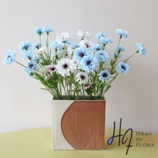 高級造花アレンジメント【アスワド】矢車キクを和風感ある花器に、アレンジしました。