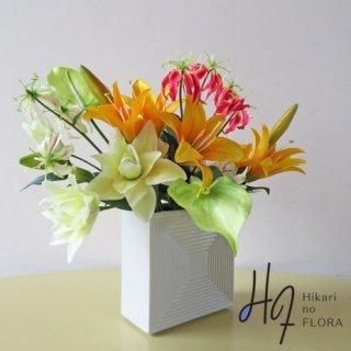 高級造花アレンジメント【アダラ】リリィーのアレンジメントです。花器は、この秋の新製品です。