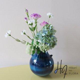 高級造花アレンジメント【ラック】瑠璃色の花器に、高級ハイドレンジアを入れてみました。