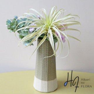 高級造花アレンジメント【フェリーク】独特な姿で人気のティランジア(エアプランツ)を使用した高級造花アレンジメントです。